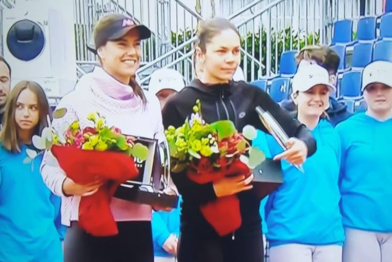 Sorana Cirstea si Andreea Mitu, cu trofeele cucerite la Lugano