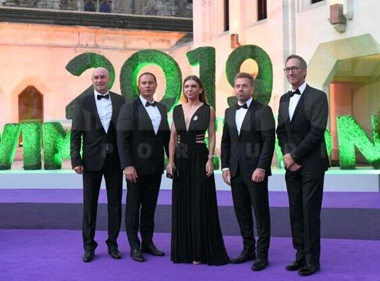 Simona Halep si echipa ei la balul campionilor de la Wimbledon