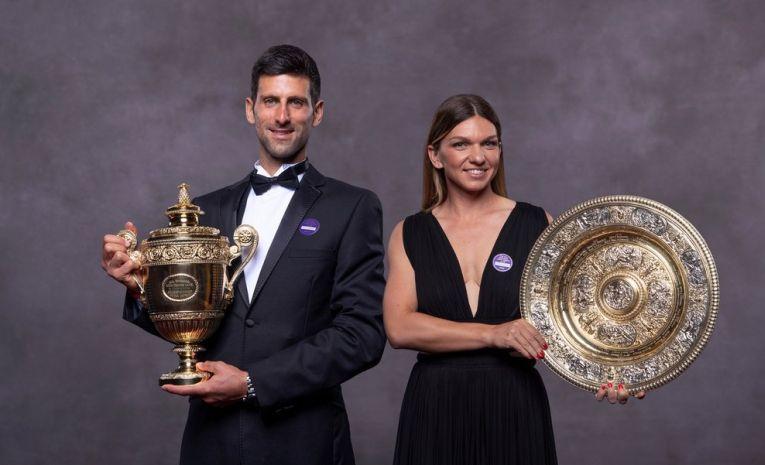 Simona Halep si Novak Djokovic, fotografia oficială cu trofeele cucerite la Wimbledon 2019
