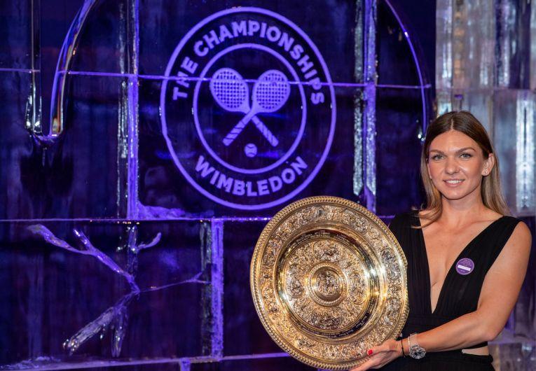 Simona Halep a venit cu trofeul la Balul Campionilor de la Wimbledon