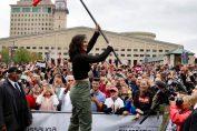 Bianca Andreescu, fluturând steagul Canadei în fața miilor de fani
