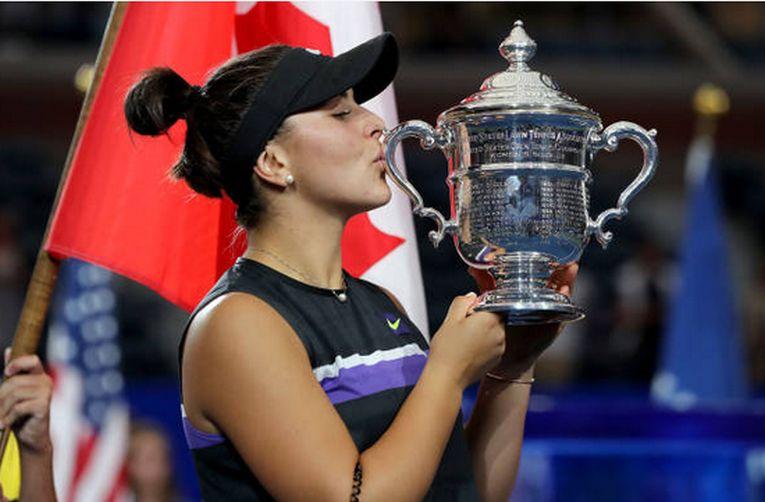 Bianca Andreescu, cu trofeul cucerit la US Open 2019