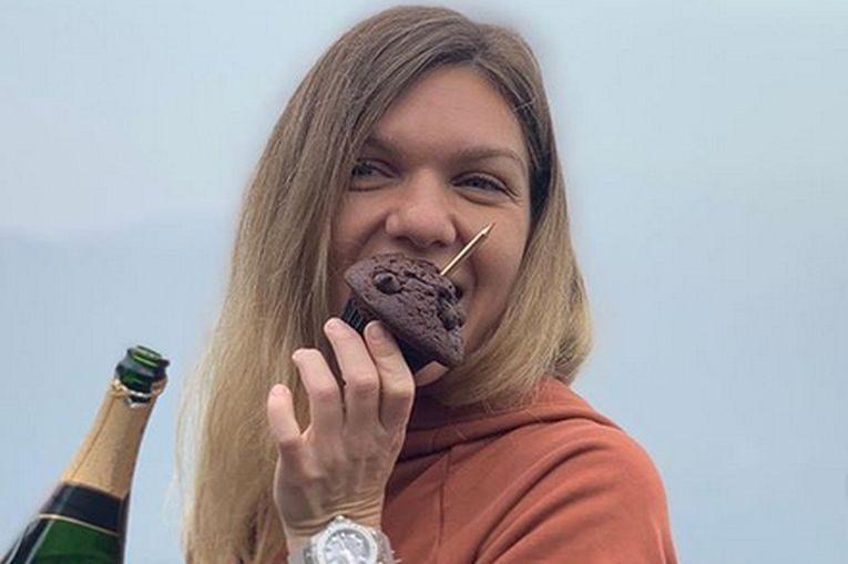Simona Halep și brioșa primita de ziua ei