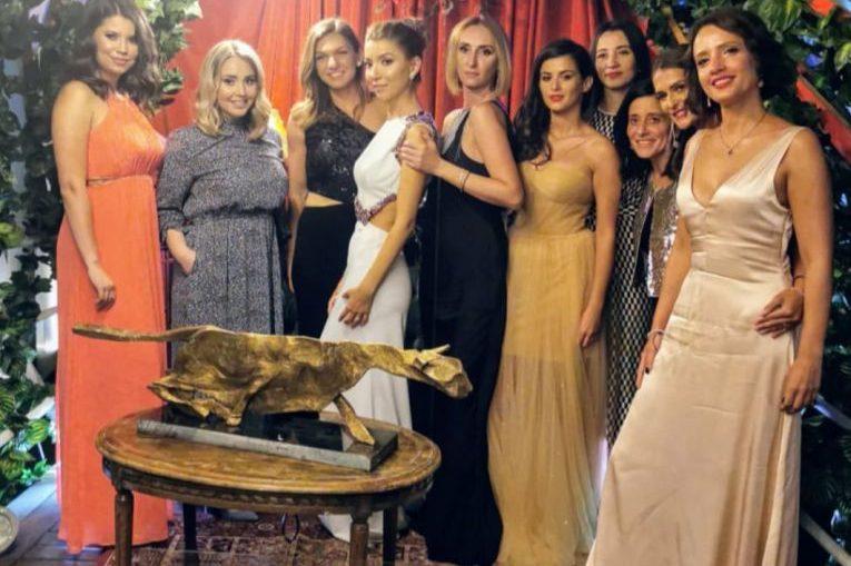 Simona Halep, alături de prietenele ei, la nuntă