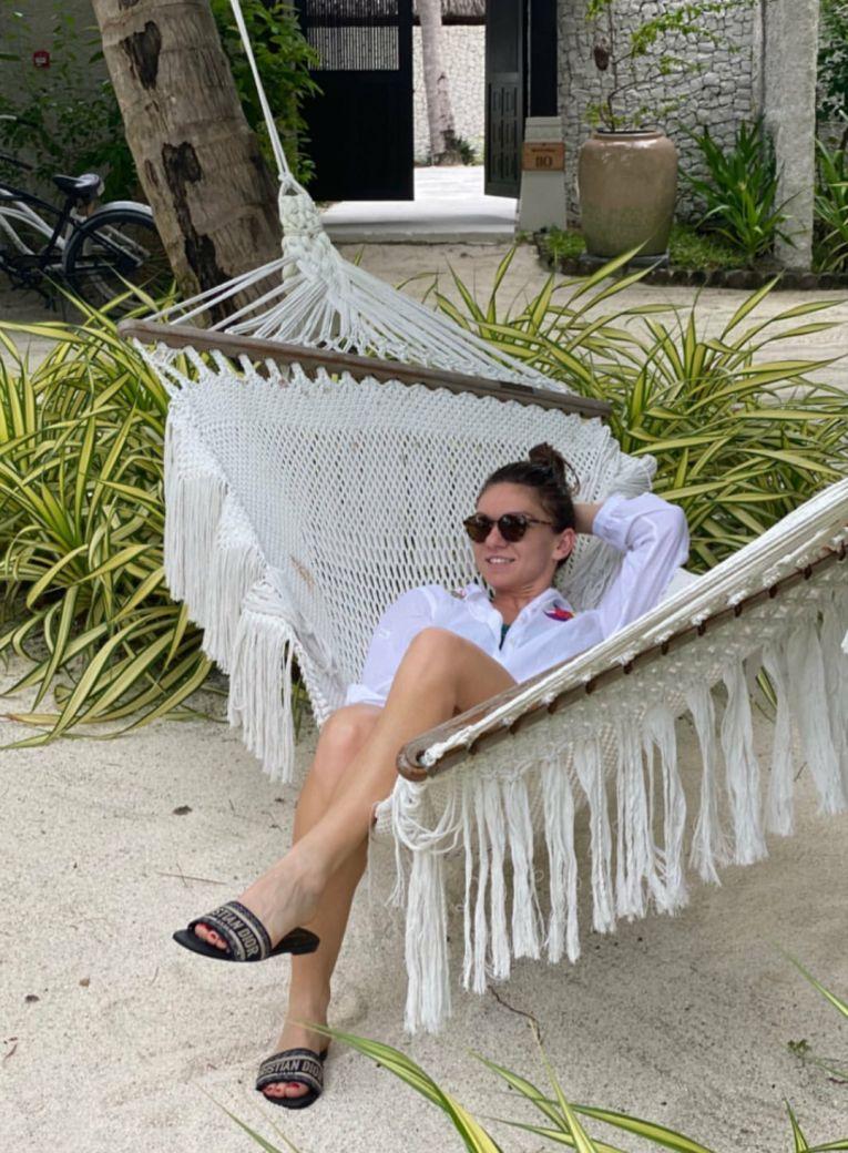 Simona Halep, relaxată în hamac