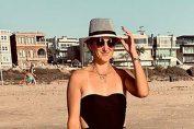 Victoria Azarenka, la plajă