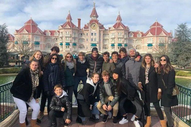 Rafael Nadal si-a dus verisorii la Disneyland Paris