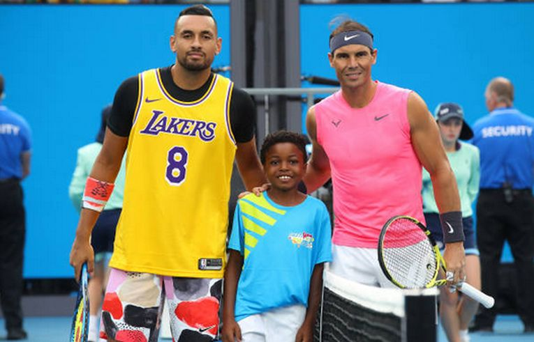 Nick Kyrgios a fost îmbrăcat în echipamentul lui Kobe Bryant și la poza oficială, alături de Rafael Nadal la Australian Open 2020