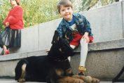 Alexandra Dulgheru, la varsta de 4 ani, alaturi de cainele de atunci al familiei
