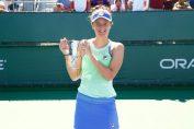 Irina Begu, cu trofeul de la turneul de 125K de la Indian Wells