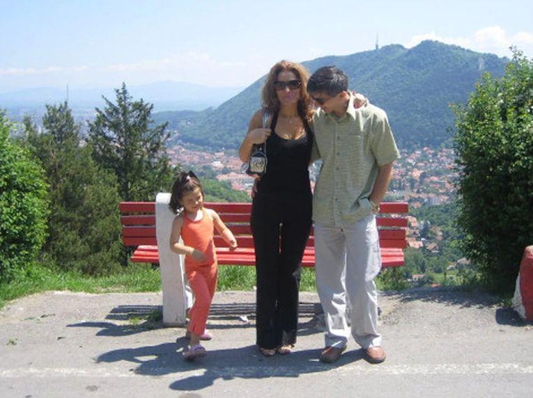 Bianca Andreescu pe când avea trei ani, alăturide părinți, într-o excursie în România