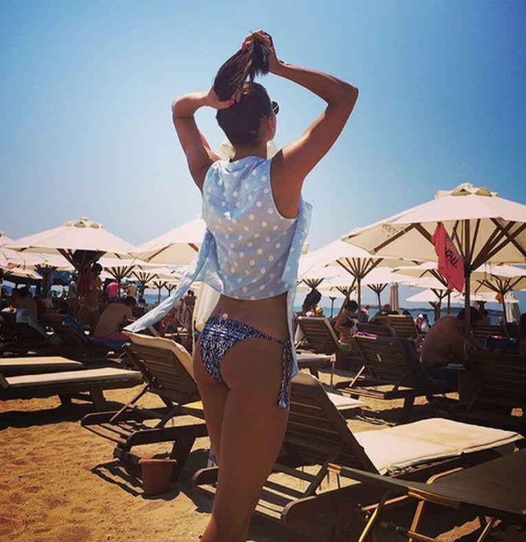 Andreea Mitu pe plajă