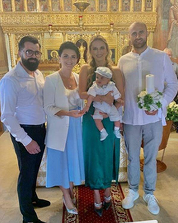 Prima poză a micuțului Arthur, fiul lui Marius Copil, după botez