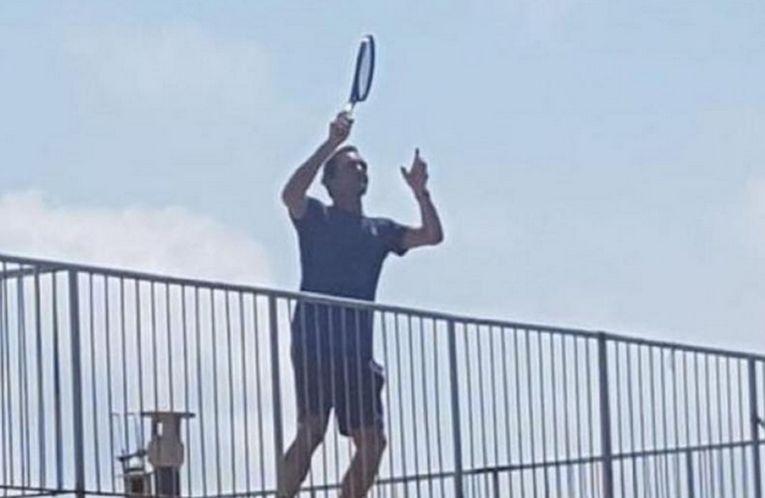 Roger Federer a jucat tenis pe acoperișul blocului în reclamă