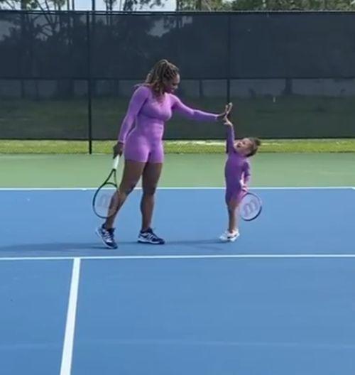 """Serena Williams și fiica ei, Alexis Olympia, după un punct """"câștigat"""""""