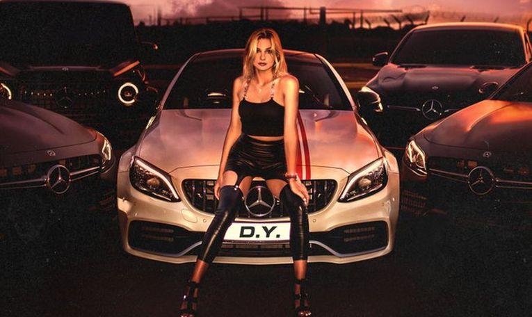 Dayana Yastremska are numele de scenă D. Y. și deja pozează ca o vedetă a muzicii