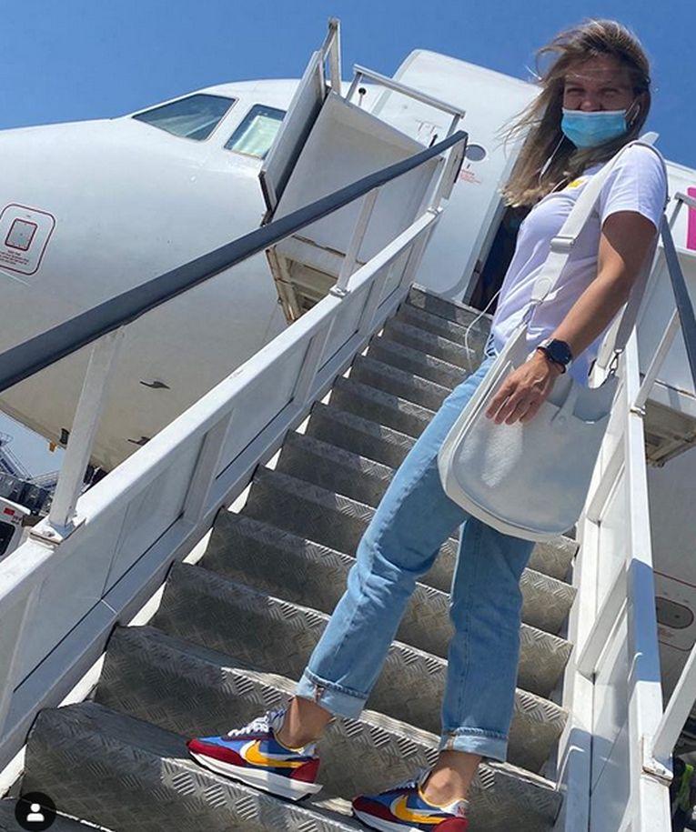 Simona Halep, pe scara avionului, inaintea plecării spre Praga (FOTO: Instagram)