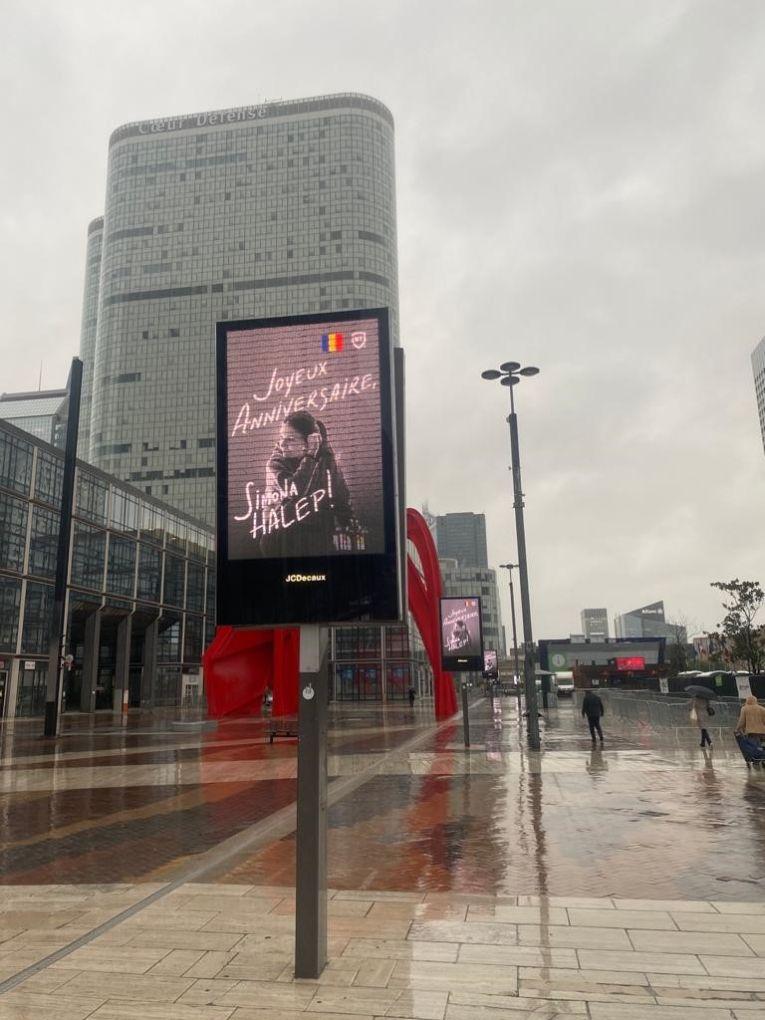 Mesajul pentru Simona Halep a fost vizibil de ziua ei pe peste 400 de ecrane din Paris