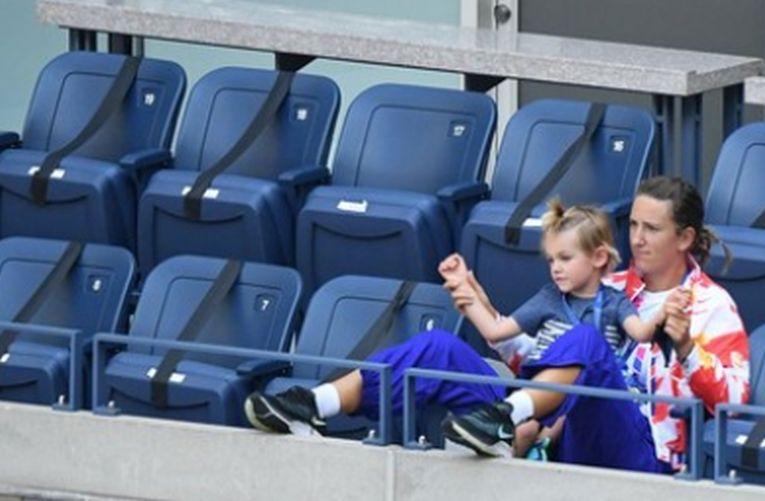Victoria Azarenka a urmărit mai multe meciuri din tribune la US Open alături de fiul său, Leo