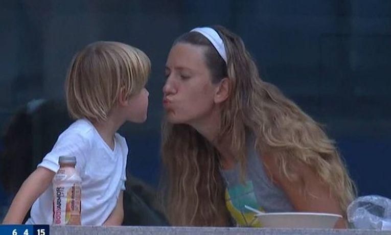 Victoria Azarenka și fiul ei Leo, în timpul unui meci de la US Open 2020