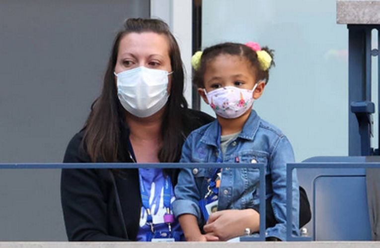 Fiica Serenei Williams, Alexis Olympia, a sat și cu masca pe figură în timpul meciului