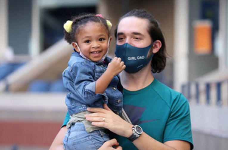 Alexis Olympia, fiica Serenei Williams, în brațele tatălui său, Alexis Ohanian