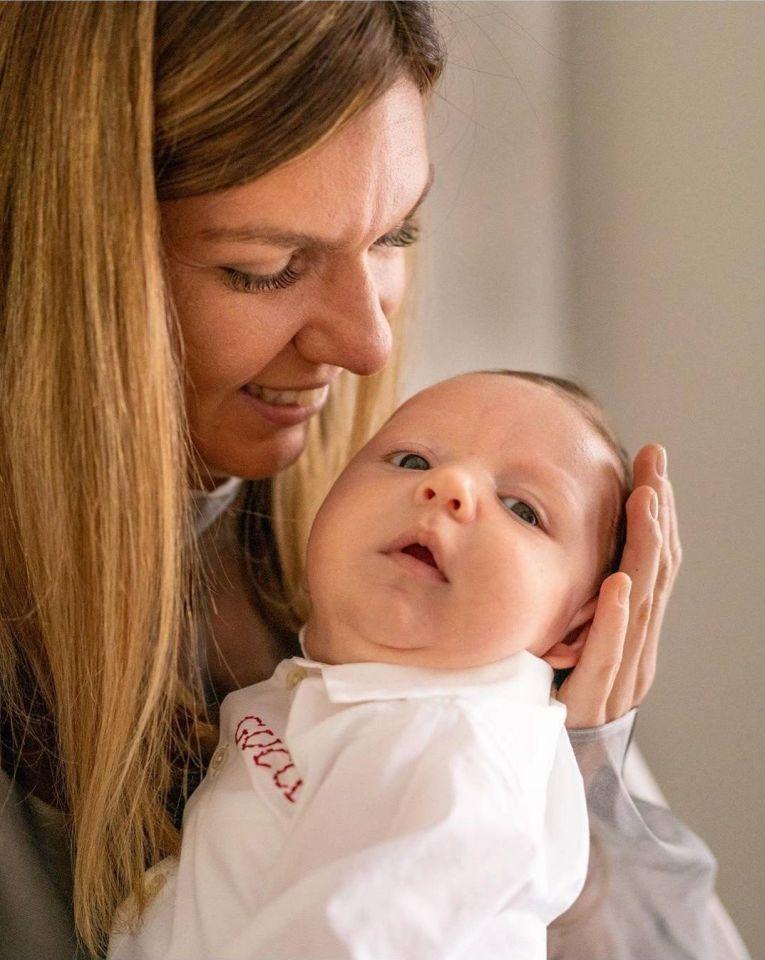 Simona Halep, în brațe cu micuțul Stere