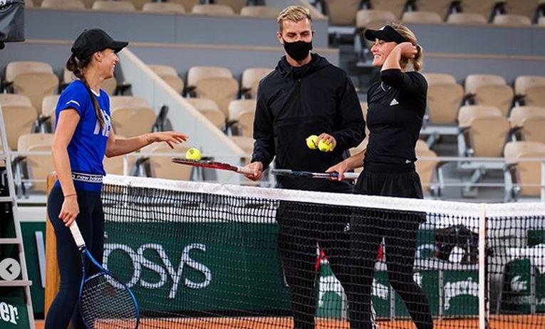 Sorana Cirstea si Kristina Mladenovic, la finalul antrenamentului de la Roland Garros
