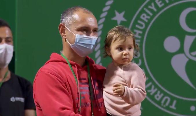 Răzvan Sabău, în brațe cu Sofia, fiica lui și a Patriciei Țig