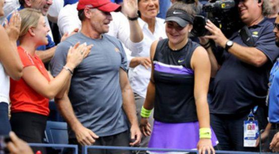 Bianca Andreescu, alături de antrenorul ei, Sylvain Bruneau, după cucerirea titlului la US Open 2019