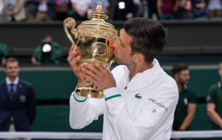 Novak Djokovic, cu cel de-al cincilea trofeu cucerit la Wimbledon, în 2021