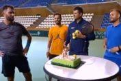 Horia Tecău a primit un tort din partea echipei de Cupa Davis
