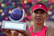 Simona Halep cu trofeul BRD Bucharest Open