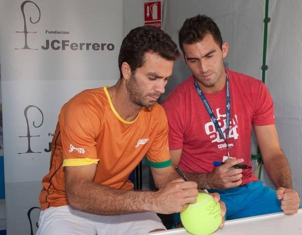 Horia Tecau si Jean Julien Rojer au dat autografe la Valencia