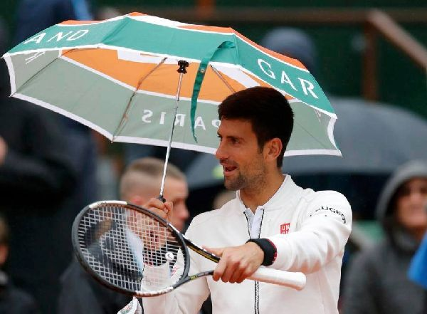 djokovic ploaie umbrela roland garros