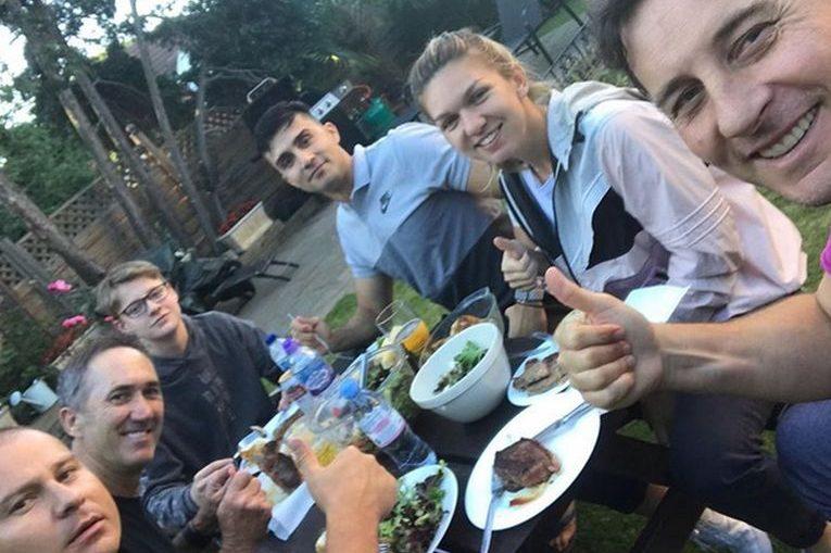 Simona Halep, la masa cu echipa ei si baiatul lui Andrei Pavel la Londra
