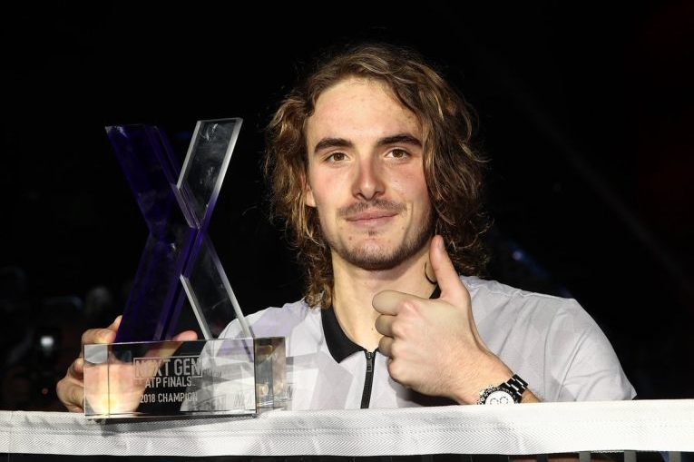 Stefanos Tsitsipas, cu trofeul NextGen 2018