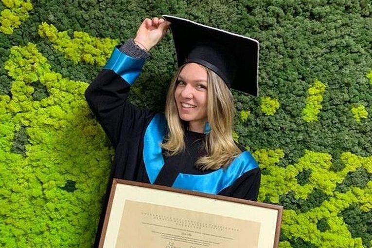 Simona Halep, fericită după acordarea titlului de Doctor Honoris Causa a Universității de Vest din Timișoara