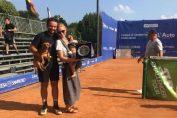 Florin Mergea, alături trofeele sale: fiul Noah, soția Daiana și titlul de la Como