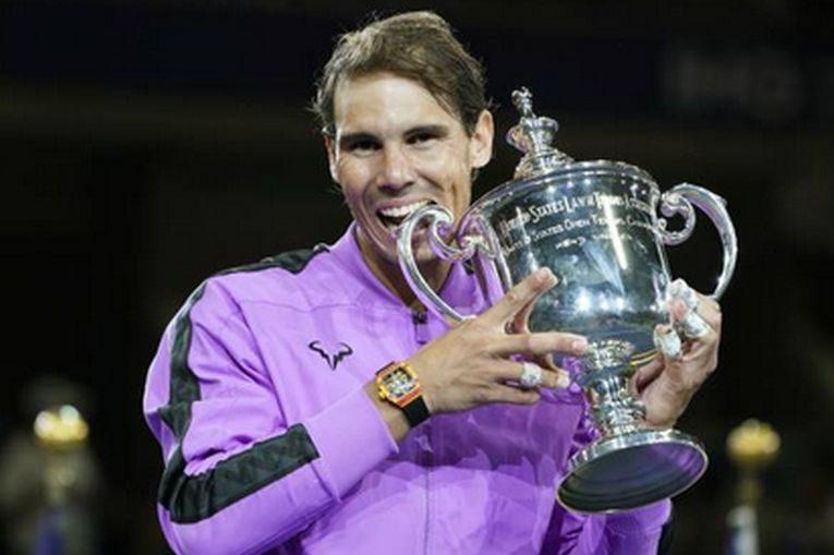 Rafael Nadal, cu trofeul de la US Open 2019