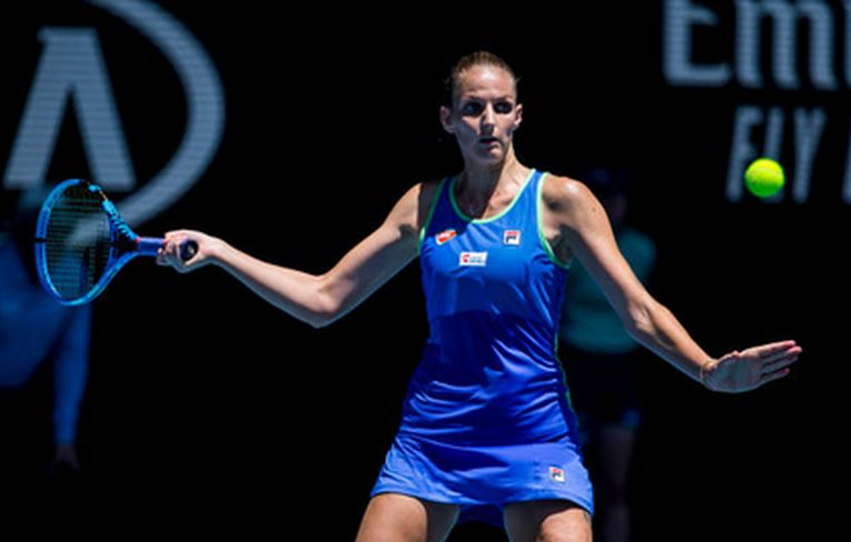 Karolina Pliskova în acțiune la Australian Open 2020, în turul al treilea