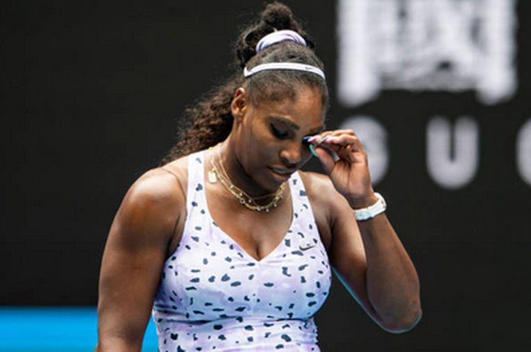 Serena Williams este supărată după pierderea unui punct în turul al treilea al Australian Open
