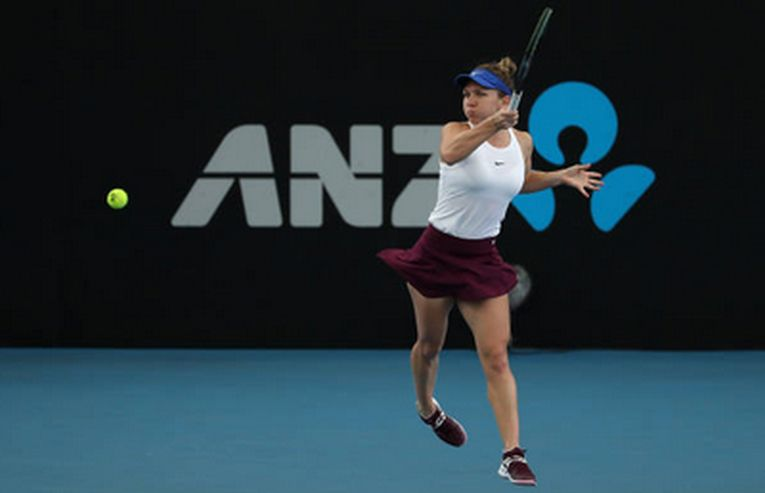 Simona Halep în plin joc la Adelaide, în sferturile de finală