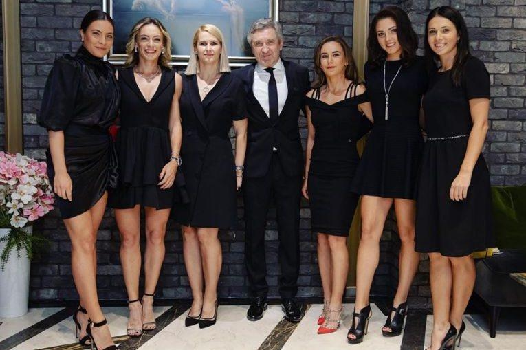 Echipa de Fed Cup a Romaniei, alălături de căpitanul nejucător al echipei noastre