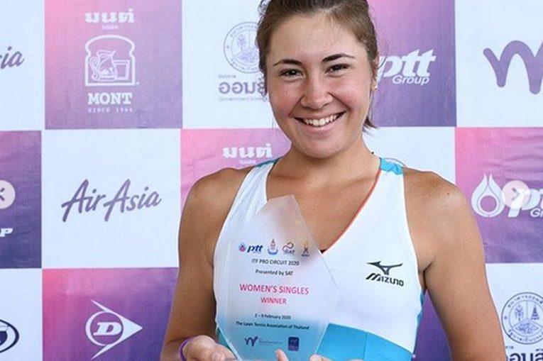 Irina Fetecău cu trofeul cucerit la Nonthaburi