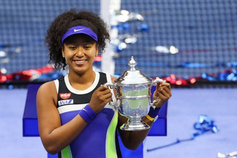 Naomi Osaka și trofeul cucerit la US Open 2020