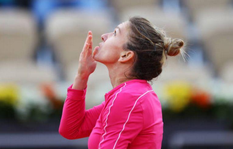 Simona Halep multumeste cerului pentru calificarea in optimile de finala de la Roland Garros 2020