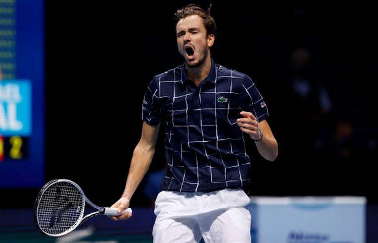 Daniil Medvedev s-a calificat în premieră în finala Turneului Campionilor