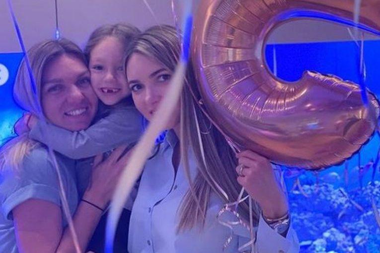 Simona Halep, alături de nepoata Tania și de mama acesteia, Luminița